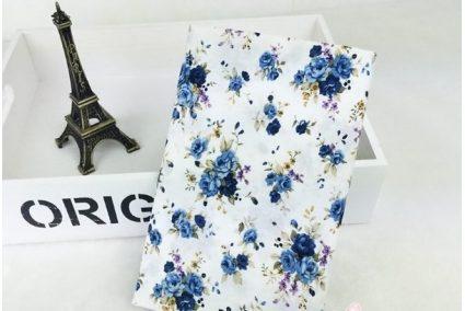 Ткань цветочное ассорти розы голубые на белом