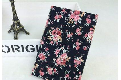 Тканина квіткове асорті троянди рожеві на чорному