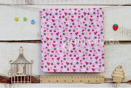 """Ткань """"Клубника и цветы"""" на розовом"""