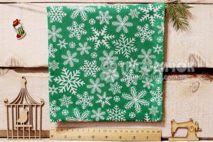"""Ткань польская """"Снежинки белые"""" на зеленом"""