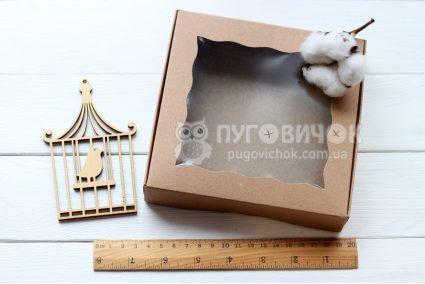 Коробка з крафт-картону з віконечком 150*150*30мм