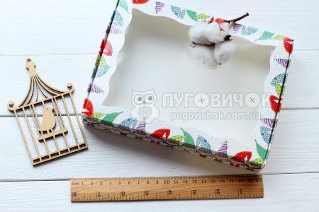 Коробка з крафт-картону білого з віконечком 150*200*30мм з гномами
