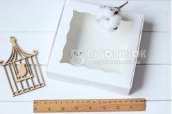 Коробка з крафт-картону білого з віконечком 150*150*30мм