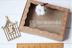 Коробка з крафт-картону з віконечком 150*150*30мм з сніжинками