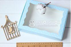 Коробка з крафт-картону з віконечком 150*150*30мм горох білий на блакитному