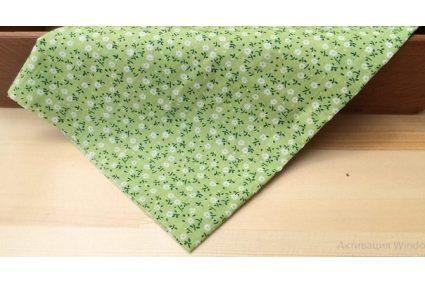 Ткань салатовая ассорти 50*50см цветы мелкие белые