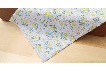Тканина салатова асорті 50*50см квіти малі різні з блакитним (на білому)
