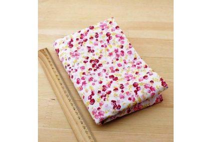 Ткань красная ассорти 50*50см цветы мелкие разные (на белом)