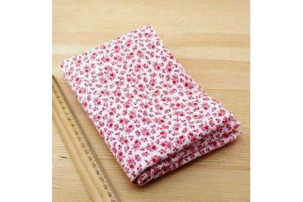 Ткань красная ассорти 50*50см цветы мелкие красные (на белом)