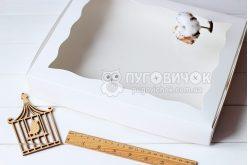 Коробка из крафт-картона белая с окошком 200*300*30мм